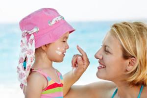 Как правильно защитить детскую кожу от солнца